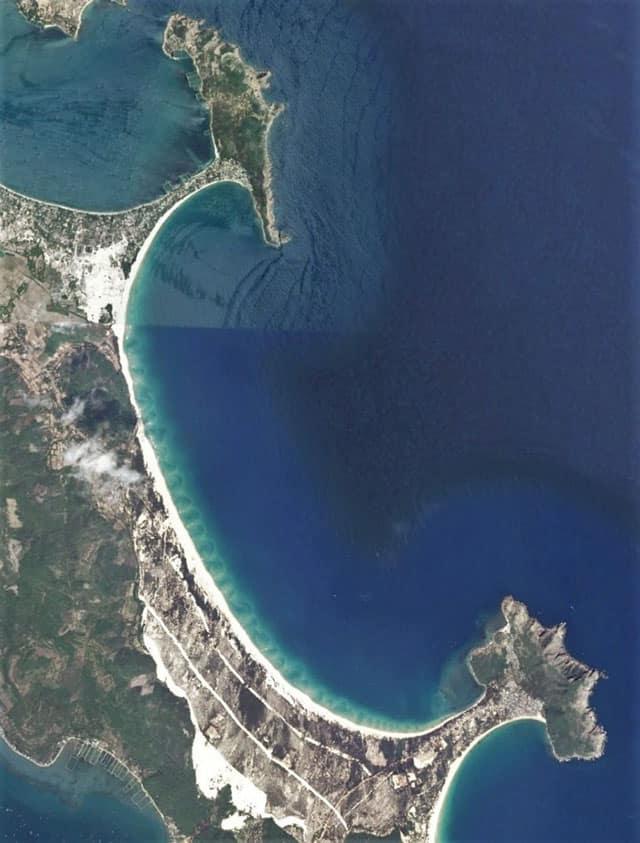 Hình ảnh bãi Từ Nham nhìn từ vệ tinh ( Ảnh ST)
