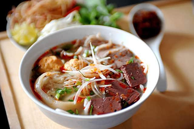 Bún bò Huế là một trong những đặc sản của xứ Huế, mặc dù món bún thì ở đâu cũng có (Ảnh ST)