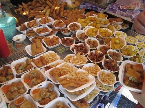 Khu ẩm thực với vô vàn món ngon ở khuchợ Chatuchak (Ảnh ST)