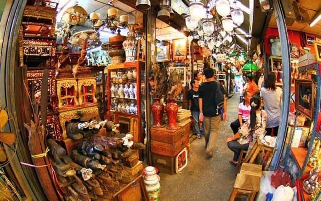Vô số những mặt hàng được bày bán tại chợ (Ảnh ST)