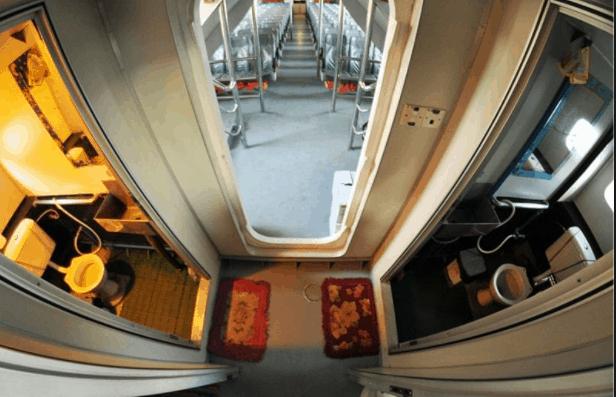 Hình ảnh nhà vệ sinh trên tàu Superdong