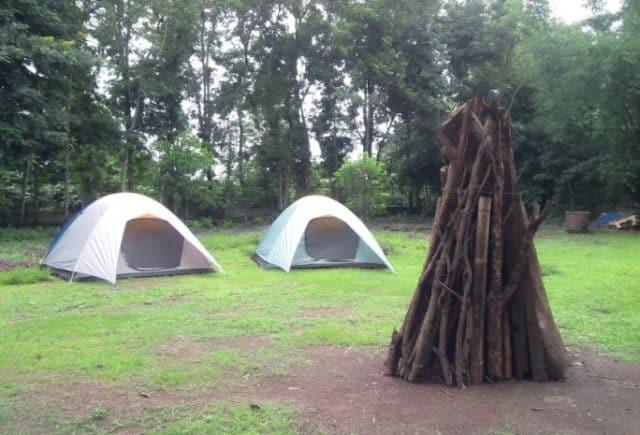 Dựng lều và đốt lửa trại qua đêm (Ảnh ST)