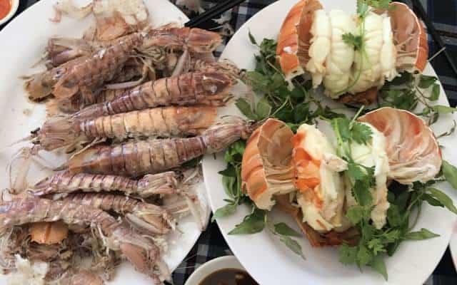 Phục vụ nhanh chóng, nhân viên nhiệt tình, món ăn thơm ngon khiến nhà hàng thu hút đông đảo khách ghé tới (Ảnh ST)