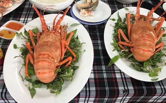 Tôm hùm là món ăn hải sản nổi tiếng ở đây (Ảnh ST)