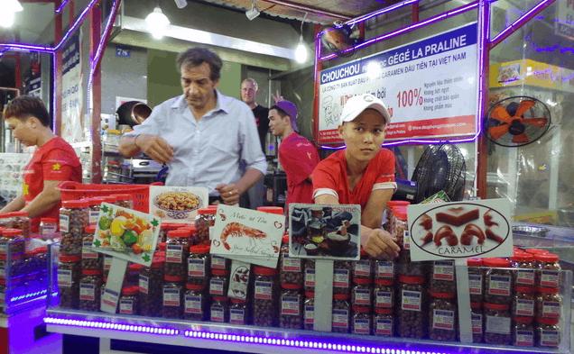 Quán Chou Chou nổi tiếng với món đậu phộng Caramen