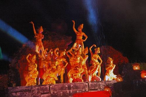 Trong những lễ hội ở Quảng Nam điệu múa đều được góp mặt như một phần không thể thiếu (Ảnh ST)