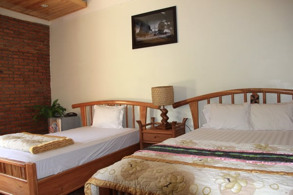 Phòng nghỉ khá đơn giản trong green hotel (Ánh ST)