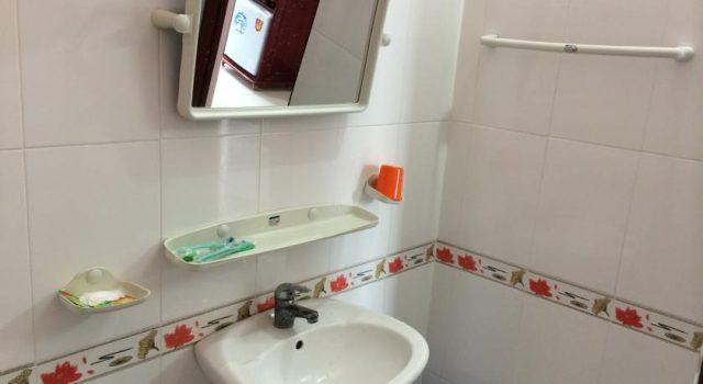 Phòng tắm luôn được vệ sinh sạch sẽ (Ảnh ST)