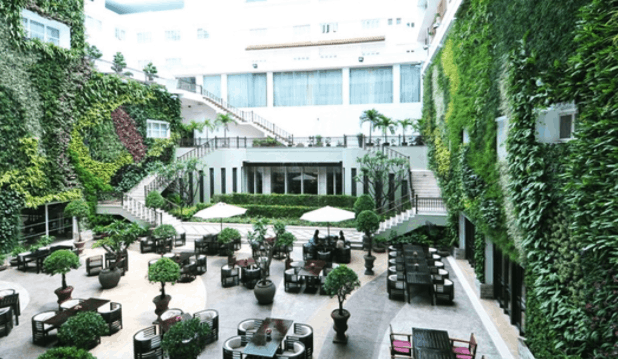 Quán bar Roortop Garden tại Rex Hotel Saigon