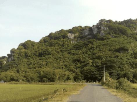 Đường đến Núi Đá Dựng