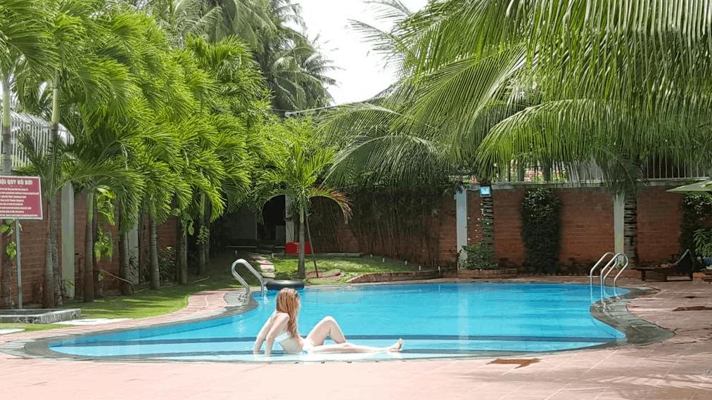 Bể bơi ngoài trời tại khách sạn Mũi Né Volga & Apartment