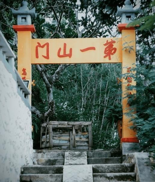 Cổng chùa Quan Âm Các
