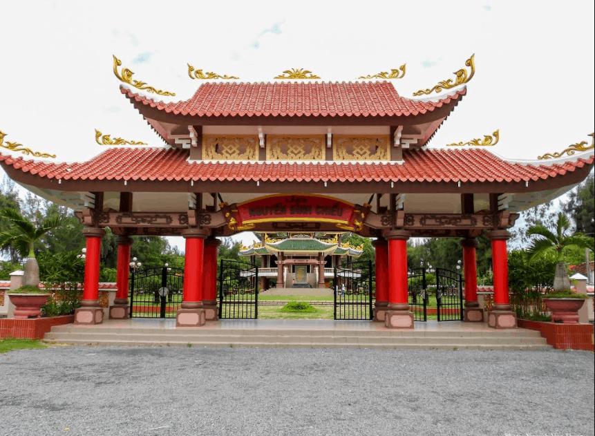 Cổng vào lăng mộ Nguyễn Đình Chiểu