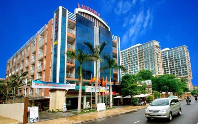 Tọa lạc tại một vị trí trung tâm trên Đường Trần Phú (Ảnh ST)
