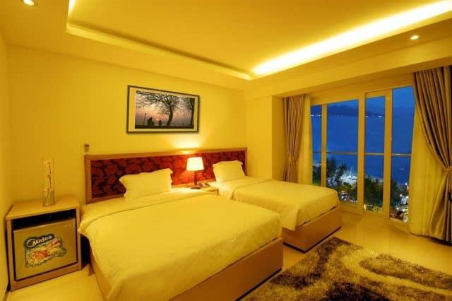 Phòng ngủ có ban công, view thoáng mát, đầy đủ tiện nghi (Ảnh ST)