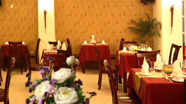 Nhà hàng trong khách sạn phục vụ bữa ăn truyền thống kiểu Việt Nam và phương Tây (Ảnh ST)
