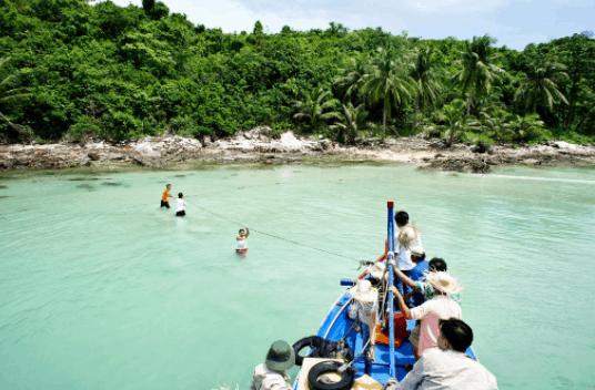 Khám phá đảo Nam Du bằng tàu