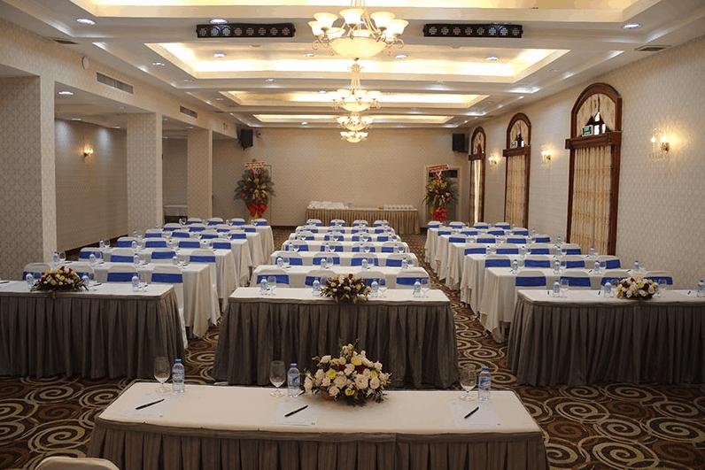 Không gian sảnh hội nghị tại khách sạn Continental