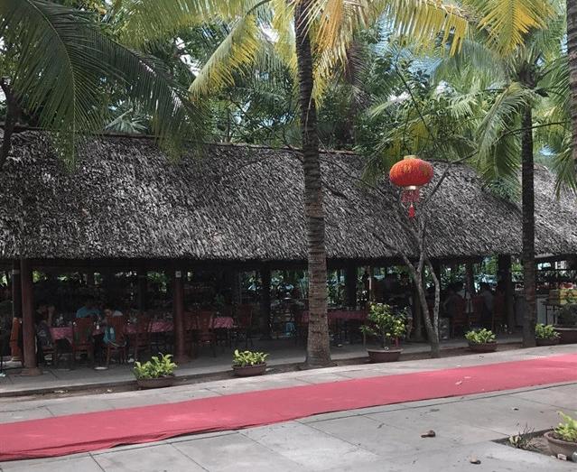 Khu nhà hàng tại khu du lịch Lan Vương