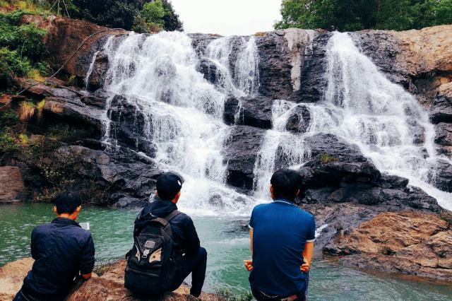 Ngắm nhìn khung cảnh ngọn thác xinh đẹp (Ảnh ST)