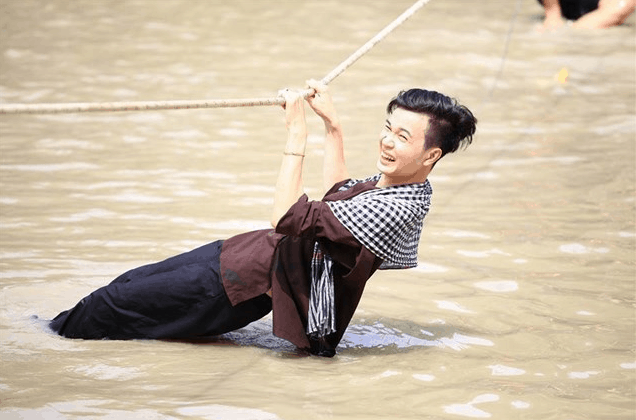 Nụ cười sảng khoái khi tham gia các trò chơi tại Lan Vương