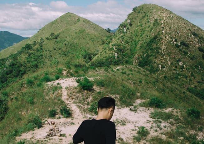 Dân phượt mách nhau rằng từ đỉnh 2 nhìn về thành phố Nha Trang là khung nhìn đẹp nhất (Ảnh ST)