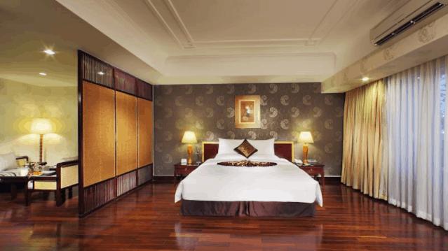 Phòng nghỉ khách sạn Rex có lối thiết kế hiện đại, ấm áp