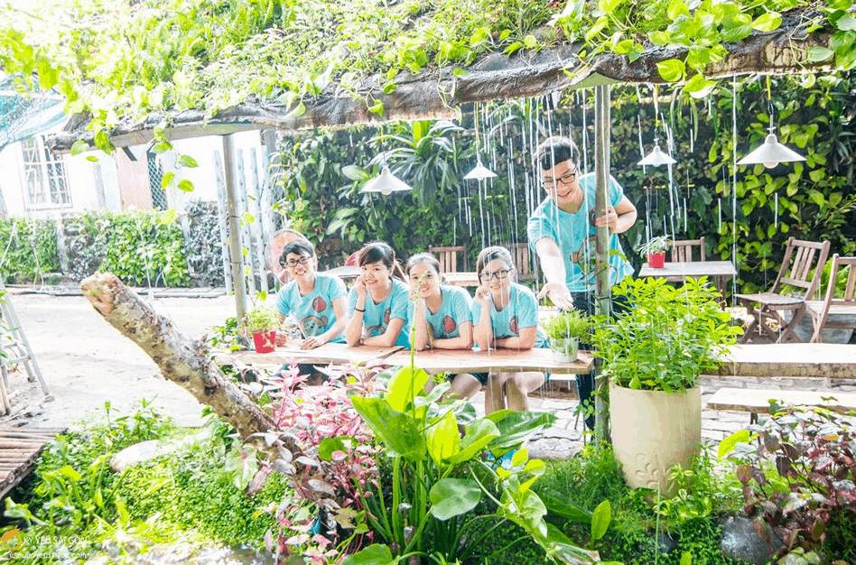 Tận hưởng không gian xanh mát tại cafe Vườn Ươm