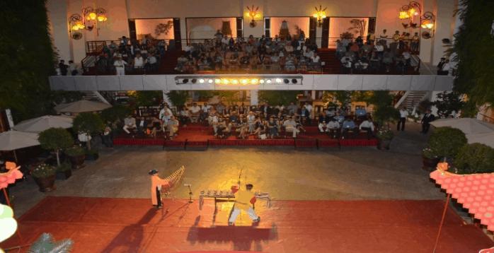 Thưởng thức các tiết mục âm nhạc truyền thống tại Rex SaiGon