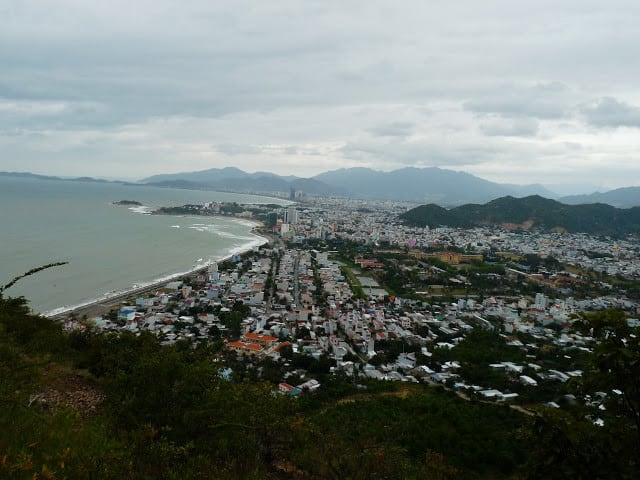 Toàn cảnh thành phố nhìn từ núi Cô Tiên (Ảnh ST)