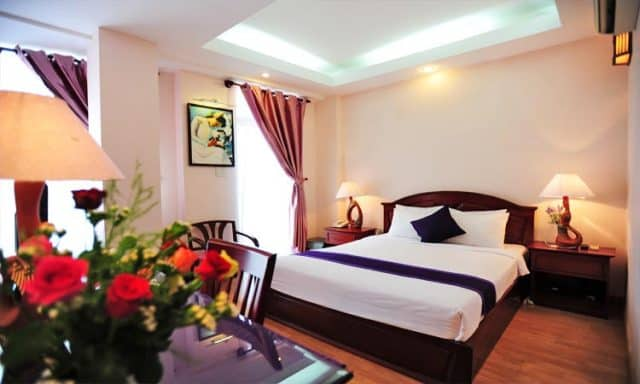 Phòng khách sạn được thiết kế xinh xắn với các thiết bị hiện đại (Ảnh ST)