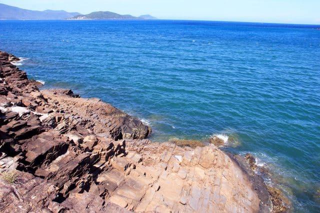 Làn nước xanh trong của biển nơi đây (Ảnh ST)