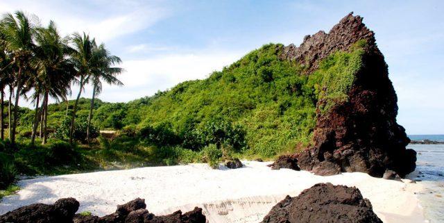 Những dãy núi kỳ thú trên đảo (Ảnh ST)