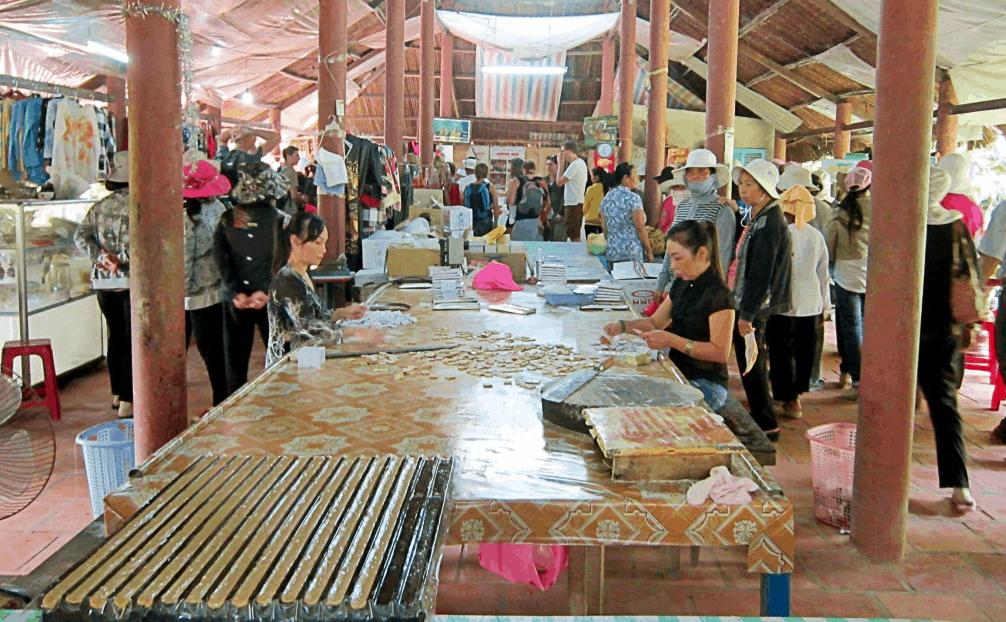 Tham quan xưởng làm kẹo dừa tại Bến Tre