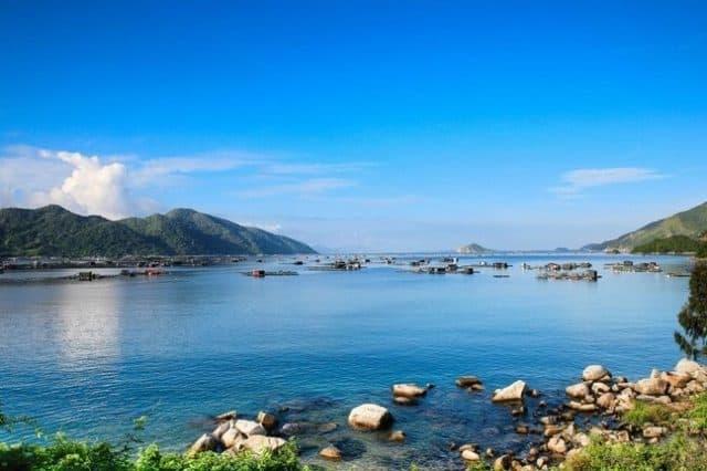 Vịnh Vũng Rô là một trong những vịnh đẹp nổi tiếng của Phú Yên cũng như của khu vực Nam Trung Bộ (Ảnh ST)
