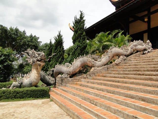 Ngôi chùa sở hữu rất nhiều kiến trúc độc đáo (Ảnh ST)