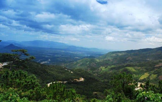 Đỉnh đèo là nơi bạn có thể chiêm ngưỡng khung cảnh thiên nhiên lý thú nơi đây (Ảnh ST)
