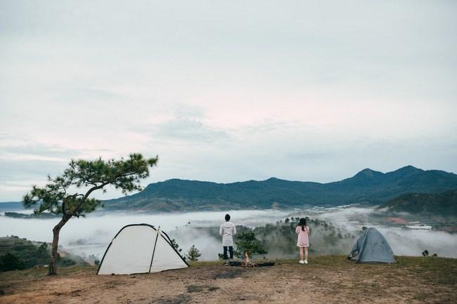 Cắm trại qua đêm để cảm nhận màn sương đêm hay sáng sớm lành lạnh cùng không khí trong lành vô cùng nơi đây... (Ảnh: ST)