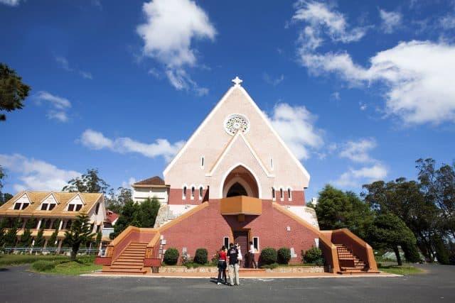 Mặt chính của nhà thờ (Ảnh: ST)