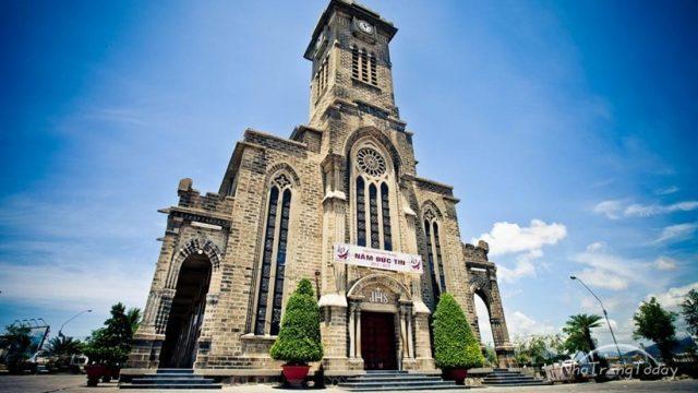 nhà thờ đá nha trang điểm đến thu hút