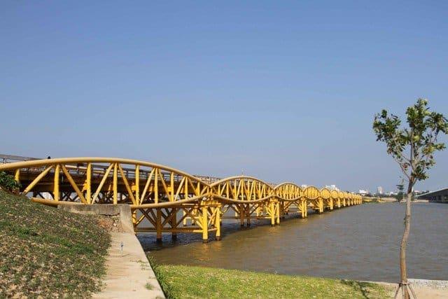 Một góc khác của cây cầu thơ mộng bên dòng sông Hàn (Ảnh ST)