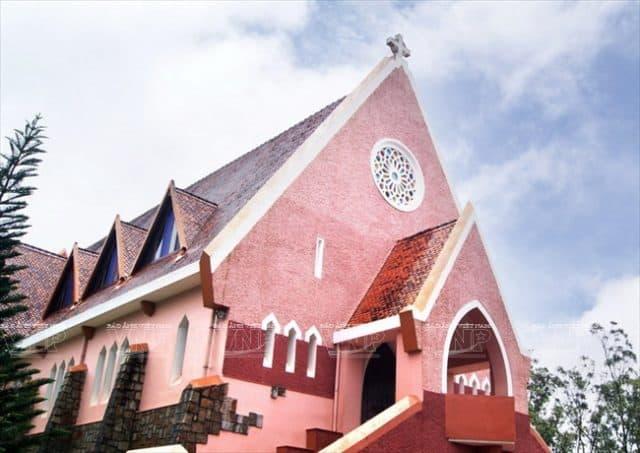 Thiết kế mái độc đáo của nhà thờ (Ảnh: ST)