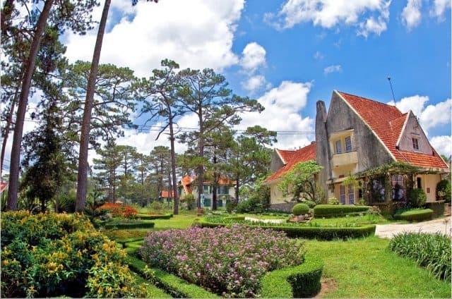 Dalat Cadasa sở hữu những ngôi biệt thự cổ kính (Ảnh ST)