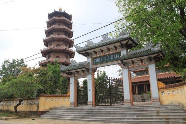 Cổng tam quan lối vào chính của chùa (Ảnh: ST)