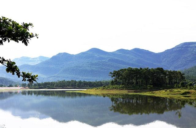 Kết quả hình ảnh cho hồ Yên Trung