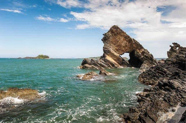 Ghềnh đá Bàn Than được ví như đảo nhỏ Lý Sơn tại Quảng Nam (Ảnh ST)