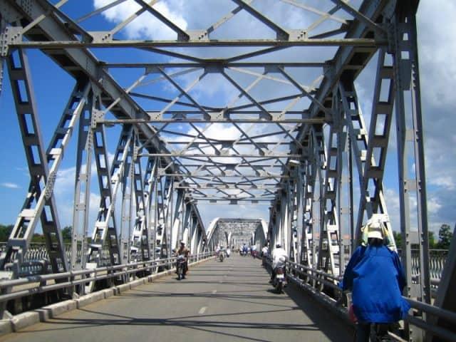 Cầu Tràng Tiền ngày nay (Ảnh ST)