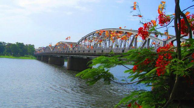 Cây cầu thơ mộng của xứ Huế (Ảnh ST)