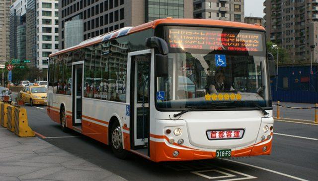 Xe bus cũng là một trong những lựa chọn thú vị dành cho bạn (Ảnh ST)