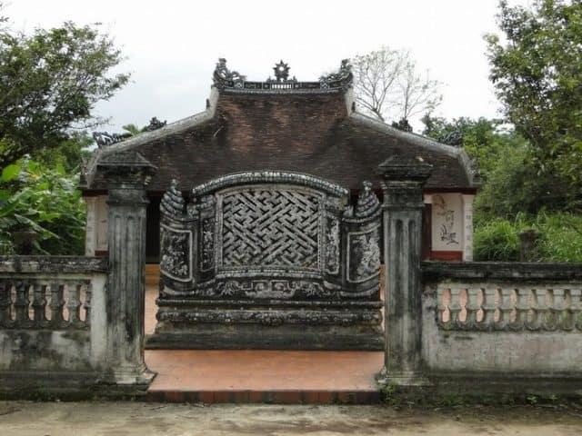 Một trong những ngôi nhà cổ đặc biệt trong làng (Ảnh ST)